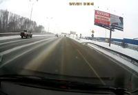 Arabialaista driftausta ladalla vennäjän lumisella tiellä
