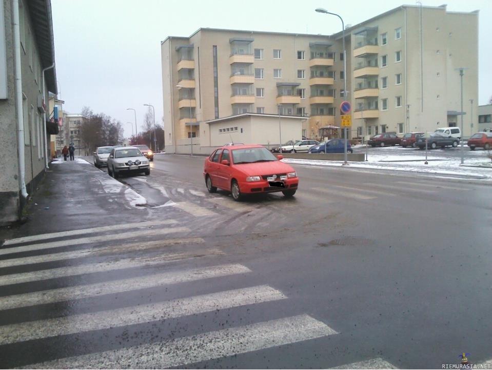 Auton Parkkeeraus