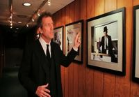 Hugh Laurie laulaa jazzia