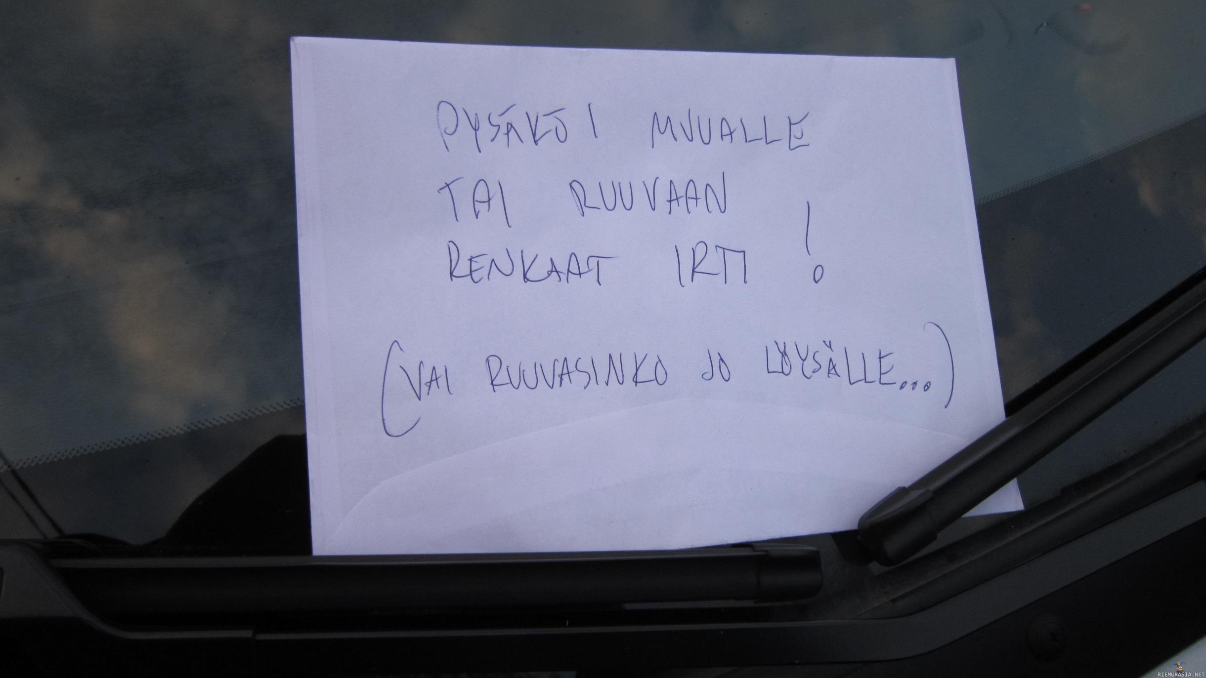 Väärin pysäköity auto ilmoitus
