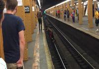 Pituushyppyä Metrolaiturilla